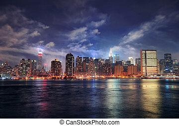 new york, manhattan, midtown, à, crépuscule