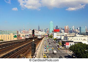 New York skyline and subway train - New York City skyline ...