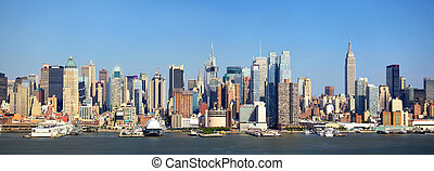 New York skyline - Manhattan skyline panorama with Empire...