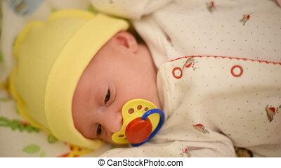 Newborn baby girl crying in bed - Newborn baby girl crying...