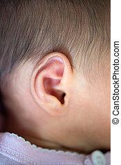 newborn csecsemő, fül