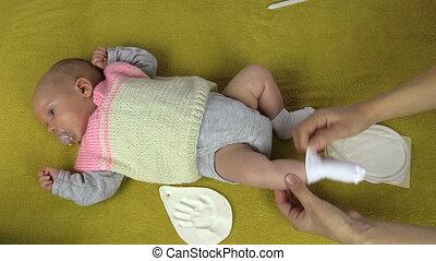 newborn footmark make