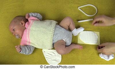 newborn footprint make