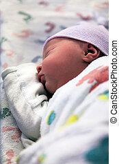 newborn malý, spací