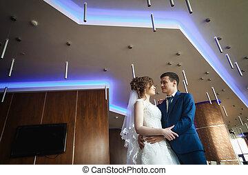 newlywed, összekapcsol dédelget, alatt, fényűzés, hotel
