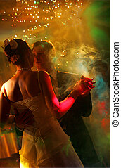 newlywed, összekapcsol táncol