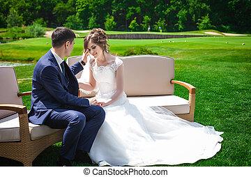 newlywed, párosít, ül dívány