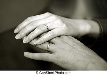 newlyweds, руки