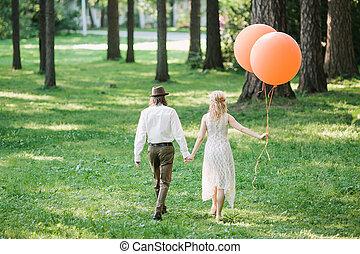 newlyweds., newlyweds, foto, divertido, laranja, balloons.