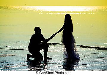 newlyweds, spiaggia, durante, tramonto