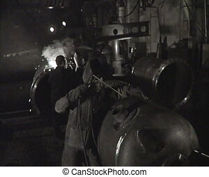 newsreel., factory., ouvriers, urss