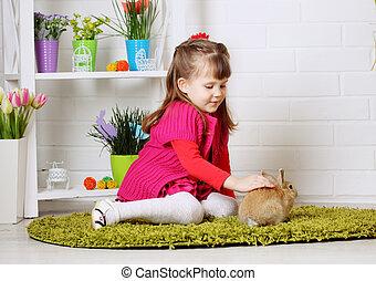niña, acariciando, conejo