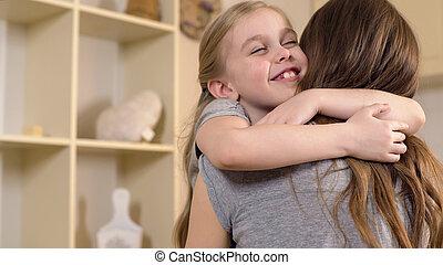 niña, amor, madre, abrazar, tibio, memorias, sonriente, niñez, feliz
