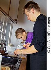 niña, cocina, con, papá