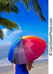 niña, con, arco irirs, paraguas