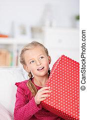 niña, con, caja obsequio