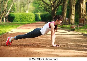 niña, ejercicio, trabajando, verano, aumentar, empujón, parque, juguetón, prensa, afuera