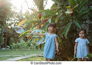 niña, grande, burbuja, activo, juego, poco