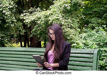 niña joven, con, libro