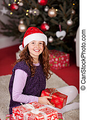 niña joven, delante de, el, árbol de navidad