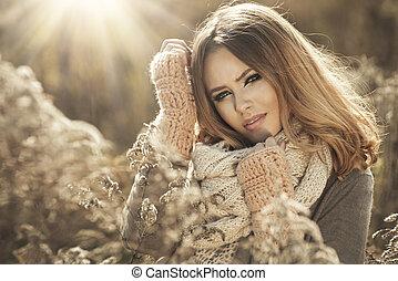 niña joven, en, otoño, paisaje