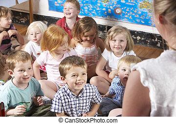 niña, juego, joven, montessori/pre-school