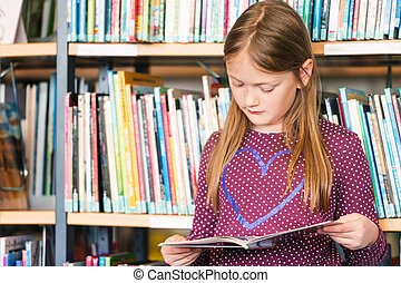 niña, libro de lectura, en, el, biblioteca