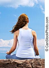 niña, meditar, joven, aire libre