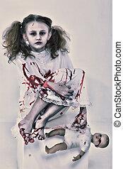 niña, niño, fantasma, o, zombi, cubierto, en, sangre, con, bebé muñeca