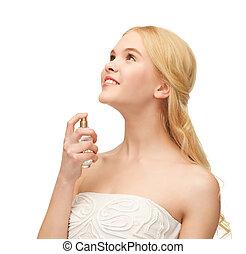 niña, perfume de rociadura, en, ella, cuello
