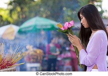 niña, rezando, bastante, vietnamita