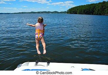 niña, saltar, en, lago