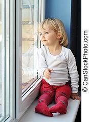 niña, se sienta, ventana
