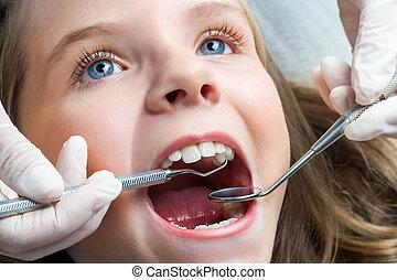 niña, teniendo, dental, cheque, arriba.