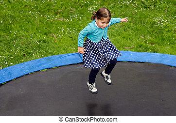 niña, trampolín, saltos