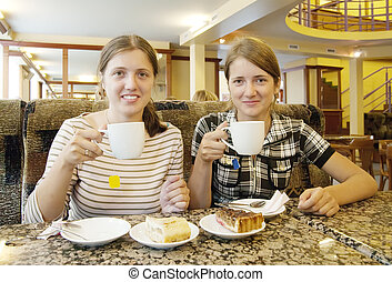 niñas, con, un, copa té, en, coffee-room