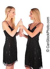 niñas gemelas, gesto, aprobar