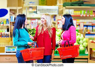 niñas hermosas, compras, en, tienda de comestibles, supermercado