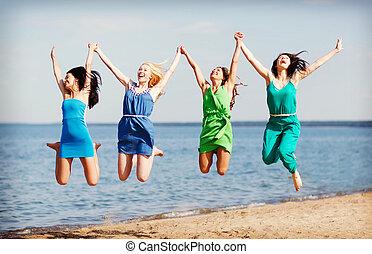 niñas, saltar, playa