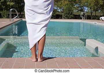 niño, al lado de, piscina