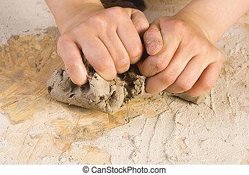 niño, alfarero, manos