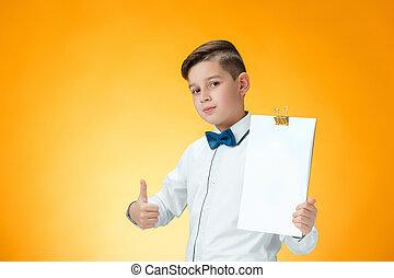 niño, aprobar, actuación, arriba, señal, pulgares, feliz