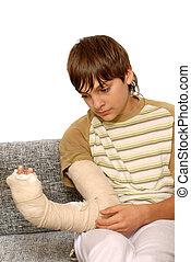 niño, brazo, roto