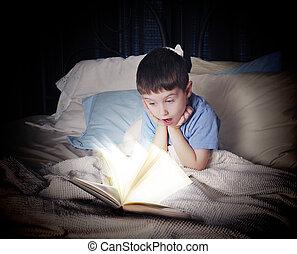 niño, cama, libro, noche, lectura, abierto