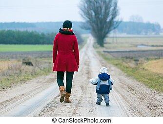 niño, camino, arenoso, madre