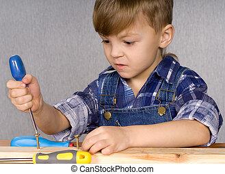 niño, con, herramientas