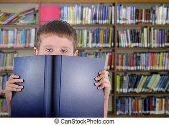 niño, con, libro azul, en, biblioteca