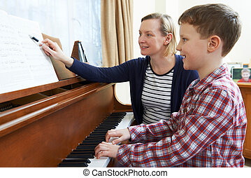 niño, con, maestro música, teniendo, lección, en, piano