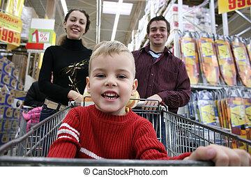 niño, con, padres, en, tienda