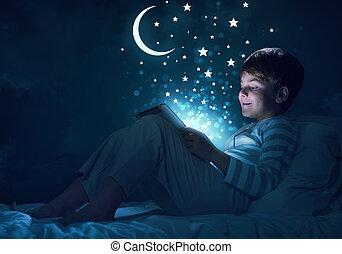 niño, con, tableta, en, el suyo, cama